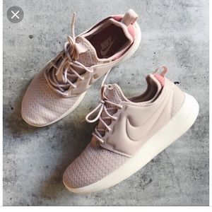 Nike BLUSH Pink Roshe Two Sneakers Shoes 6.5 $80!!